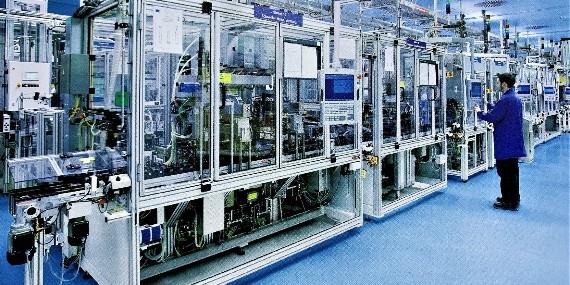 南京翰廷的平皮带自动流水线长30米用一台电机驱动300公斤负载